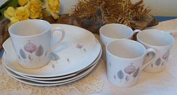 4 Vintage atomic age Eames era mid century modern Snack sets with cup and plate