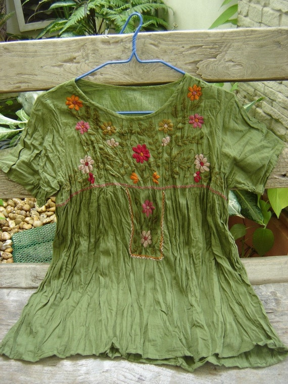 Short Sleeves Bohemian Embroidered Top in Forest Green