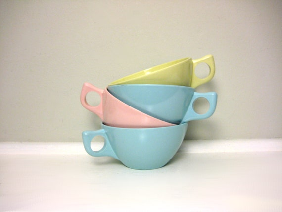 Vintage Pastel Melamine Cups, Spring Aqua Blue, Pink, Yellow, Lot of 4 Aztec Teacups, Retro Kitchen Plastic