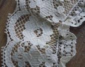 SALE 4 Feet Beige Ruffled Lace (B) Was 2 Dollars