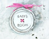 Baby's room button plaque