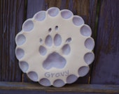 Pet paw ornament with    Mold included