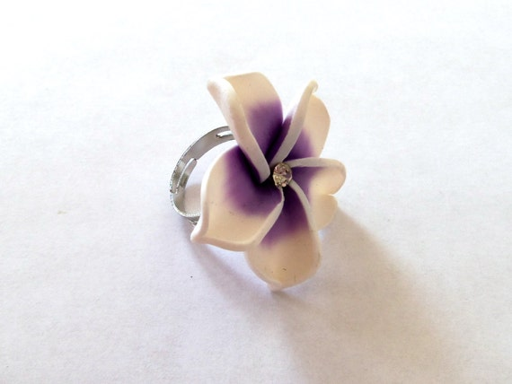 Purple and white flower ring