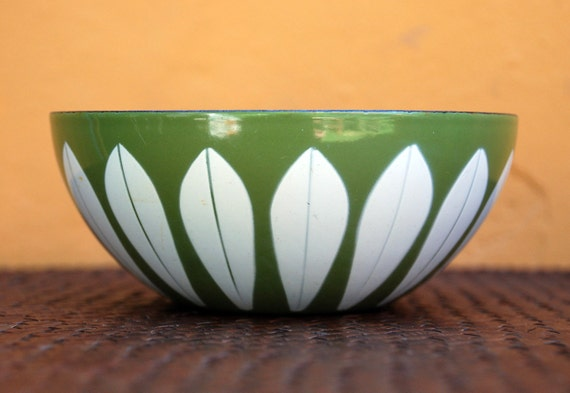 Catherineholm Vintage Avocado Green Lotus Bowl