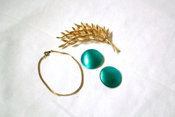 set of 80s gold jewelry - brooch earrings bracelet