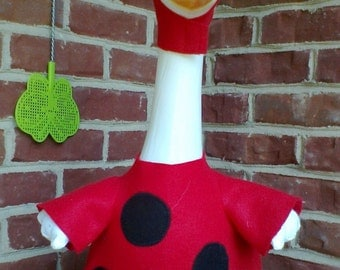 GOOSE SUMMER CLOTHING  --  Ladybug - Red and Black felt - Plastic or Cement Lawn Goose Clothing