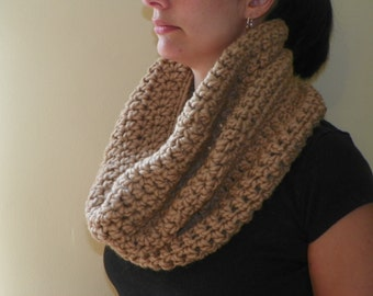 Chunky Cowl in taupe