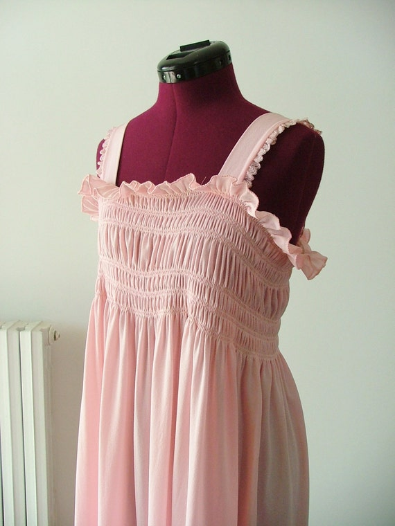DISCOUNTED Pretty 70s Pink Nightgown lingerie Size M/L
