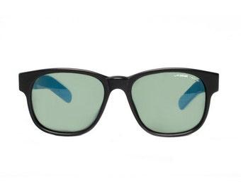 L.A. GEAR Black / Blue wayfarer Vintage Sunglasses - LA Gear Moves 1