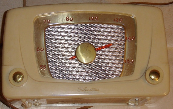 Vintage 1951 Sears Silvertone Radio