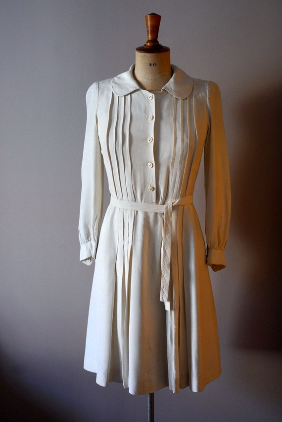 vintage 1940s off white pleated dress
