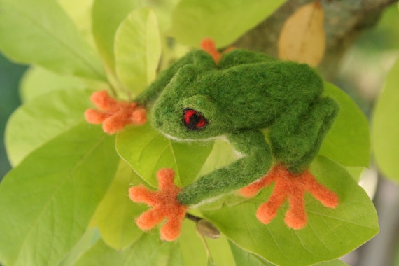 Needle Felted Red-Eyed Green Tree Frog