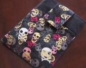 Skulls and Crossbones Kindle Case Sleeve Bag