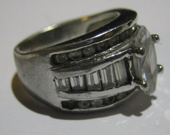Vintage Sterling Silver Ladies Anniversary Ring with Round Baugette Cubic Zirconias Ladies Ring Size 7