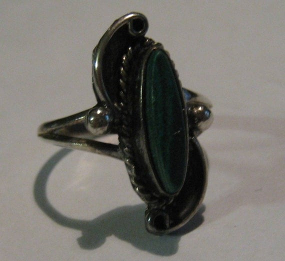 Southwestern Native American Artisan Made Vintage Old Pawn Silver Ring with Leaf Design and Malachite Stone Size 6