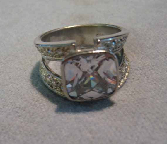 Stunning Vintage Sterling Silver Cubic Zirconium and Rhinestones Ladies Ring Fancy Cut Size 7