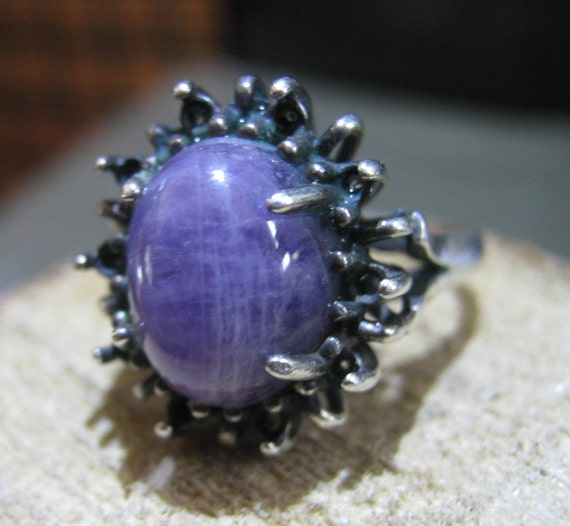 Vintage Sterling Silver Ladies Ring with Polished Purple Sugilite Quartz in a Renaissance Setting Size 7
