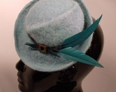 "1960s robin's egg blue fascinator, Madmen era cocktail hat.  Gorgeous aqua hand-felted alpaca with feather ""arrows"", mother of pearl buckle"
