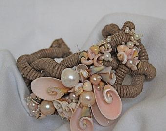 Pearl Shell Raffia Bracelt
