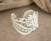 Freesia lace bracelet ivory
