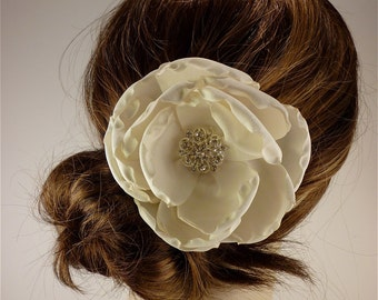 Bridal Fascinator, Ivory or Champagne Rose Bridal Flower Fascinator, Bridal Headpiece, Bridal Hair Clip, Rhinestone Hair clip