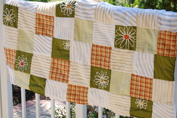 Vintage chenille daisy quilt