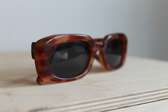 Vintage Sunglasses  /  Tortoise Shell Rectangular Retro Eyewear