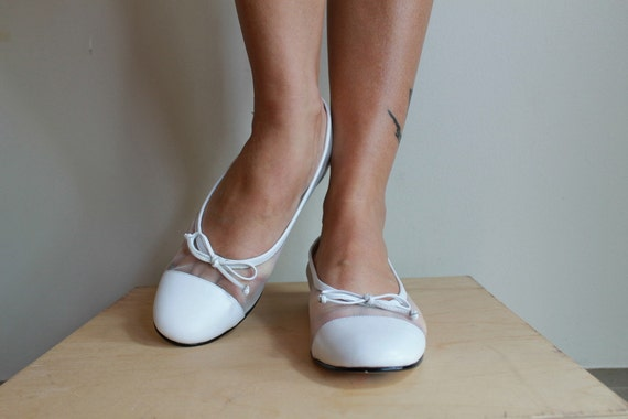 Ballet Flats  /  White Leather Skimmers /  Flat Shoes With Bow  /  Vintage 80s /  8