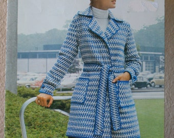 Knitted Cape Pattern  - THE TOPPERS  by Fleisher Bear Brand Knitting  No 467  1972