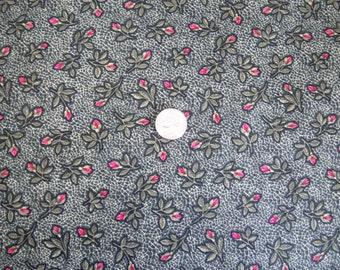 Fat Quarter - Roses on Crackle Green