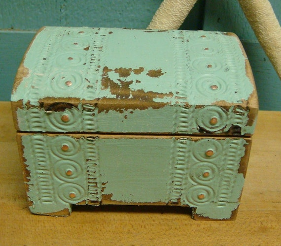 Upcycled Sea Glass Green Small Carved Treasure Chest Box