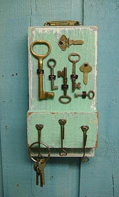 Key Holder Sea Glass Green Vintage With Skeleton Keys