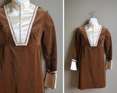 SALE 60s brown velvet victorian mini dress / high collar / size small s