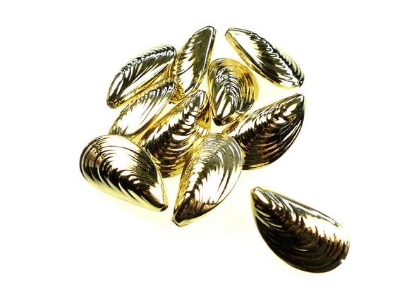 Beads, plastic gold tone calm shell shape 10pcs