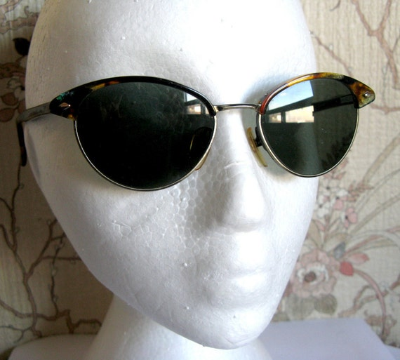 REDUCED Guess Gold Tone Marble Glass Vintage Club Wayfarer Sunglasses