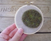 Star moss embroidery hoop, wall decor made with felted wool and natural linen, 3.5 inches