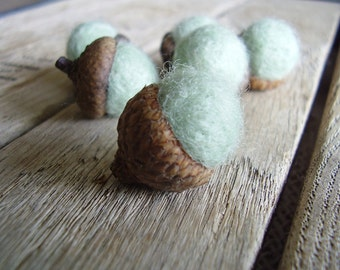 Felted wool acorns, set of 6, Mint Green, winter home decor, woodland wedding favor, mint green felt acorns, waldorf acorns, pnw gifts