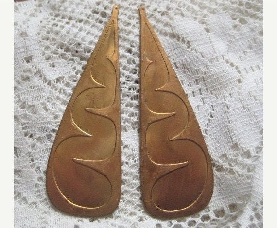 1 Pair of Amazing Large 86mm Heavy Stamped Brass Drop Findings, left and right