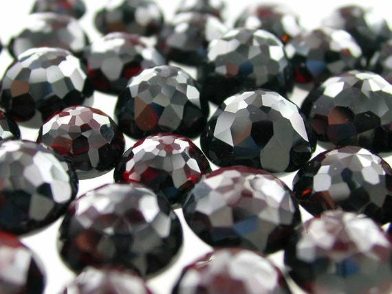 Garnet Micro Facet Top Cabochon.Beautiful Rich Red. Round. BIG SizE 9 MM High Dome (ref.Ga69)