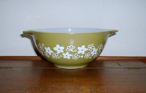 Pyrex Spring Blossom Crazy Daisy Bowl  Cinderella Handles 1 1/2 QT Avocado