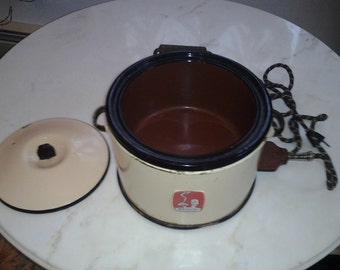 1930s Art Deco Nesco Casserole Crock Pot with Deco Handle & Original Cord