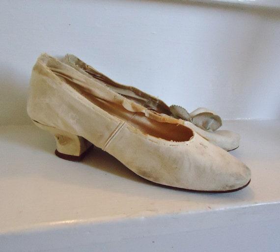 Ivory Leather Wedding Antique 1910's Louie Heel Shoes Pumps