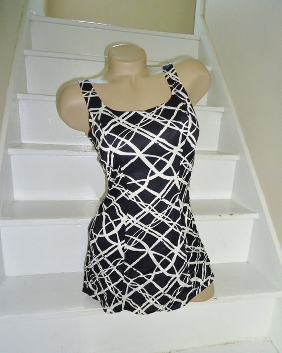 Black & White Classic Vintage 1960's MOD Skirted Swimsuit M