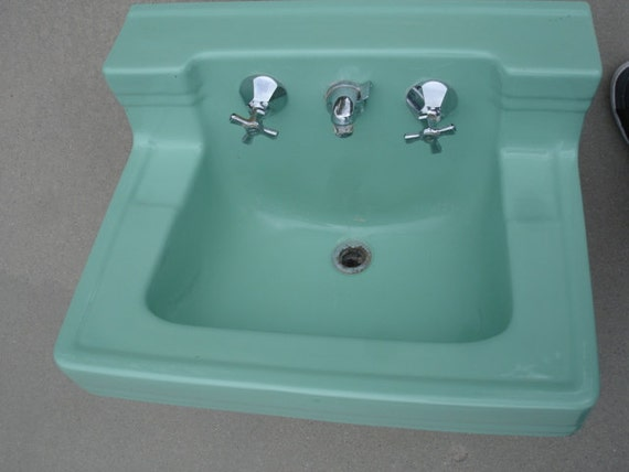 Vintage Wall Sink : Wow- Very nice vintage wall mount Seafoam Green Sink