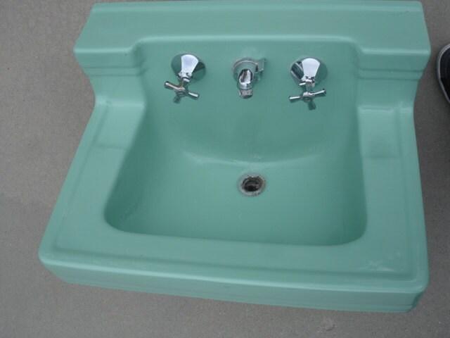 vintage wall mount Seafoam Green Sink  zoom. Wow Very nice vintage wall mount Seafoam Green Sink