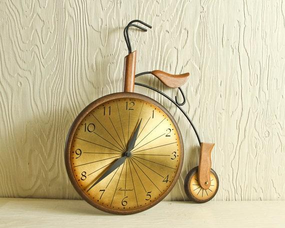 Large vintage bicycle wall clock made by Masketeers, 1963