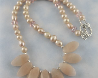 Peach Jade and Freshwater Pearl Necklace