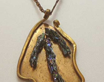 Rich Bronze and Carbon Silica Crystal Leaf-shaped Pendant