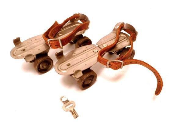 Vintage Chicago Skate Co. Roller Skates with Key ... Adjustable, Leather Straps