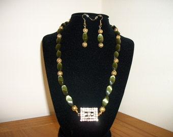 Green and Gold Necklace and Earrings Set/Fashion Accessories/Gift for Her/Jewelry for Women/